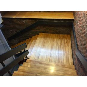 Egetræstrappe på Hotel Christiansminde, afslebet og efterbehandlet m. 3x lak